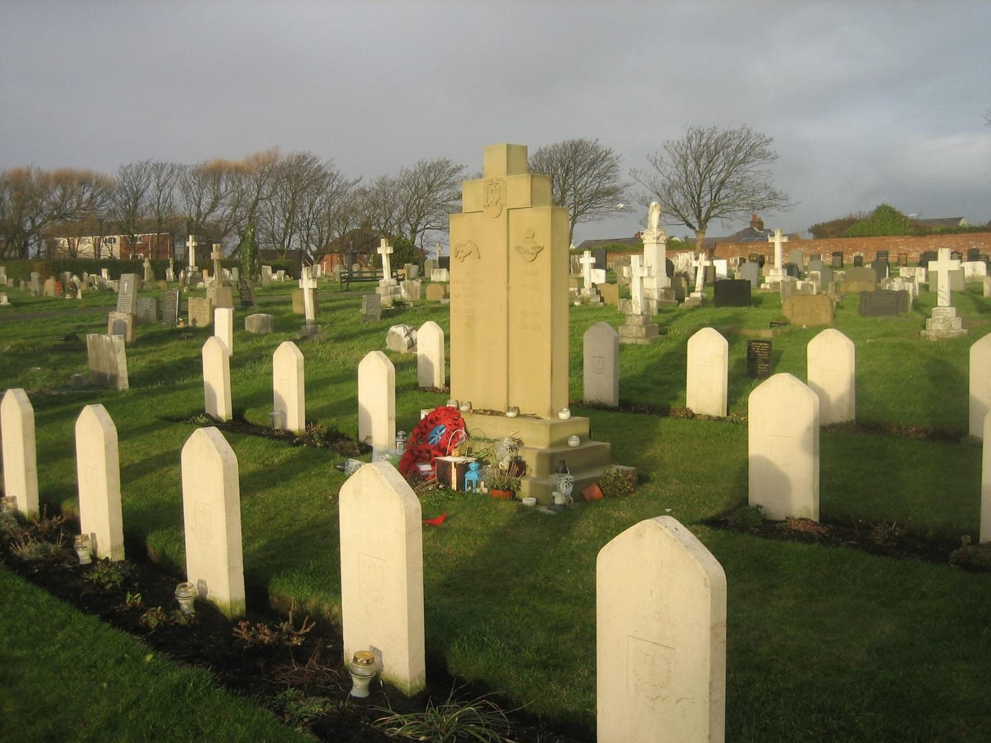 War Graves at Layton Cemetery, photo Denys Barber