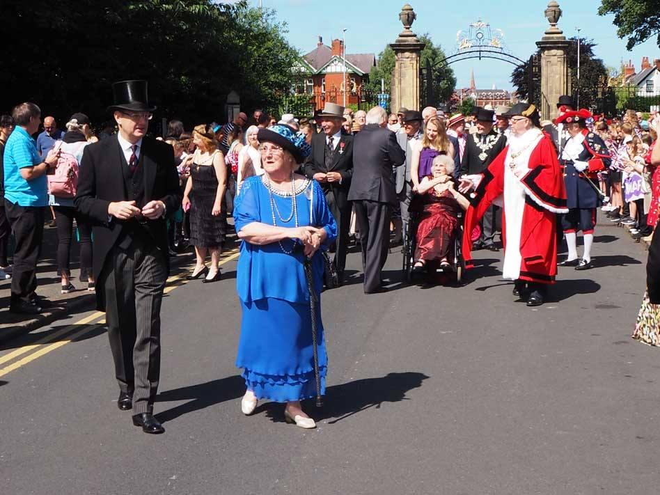 Lord Derby and Elaine Smith leading the parade